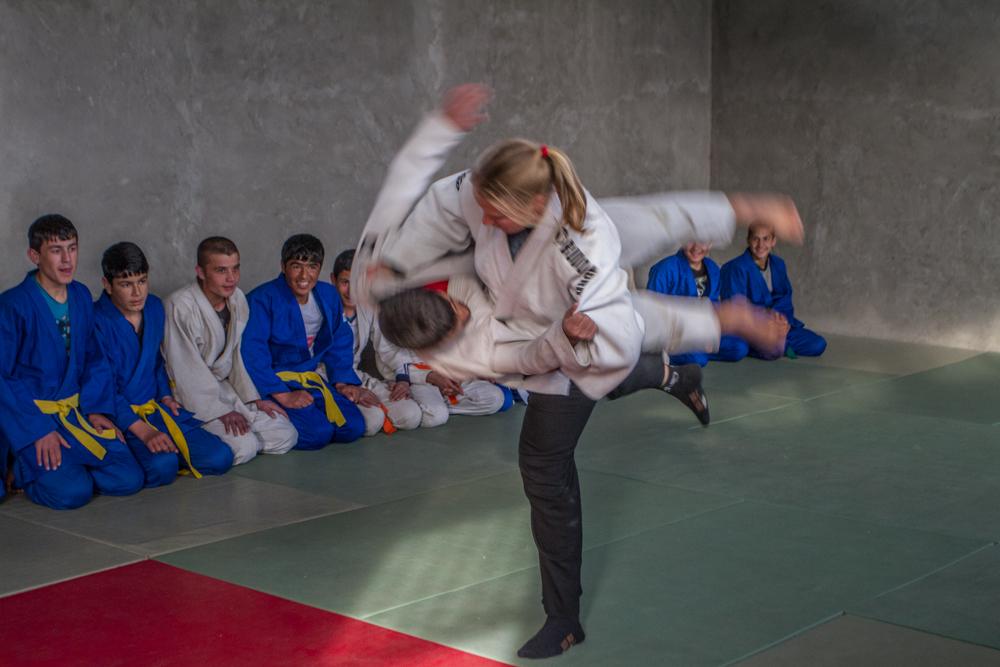Judotrening på barnehjemmet for gutter.