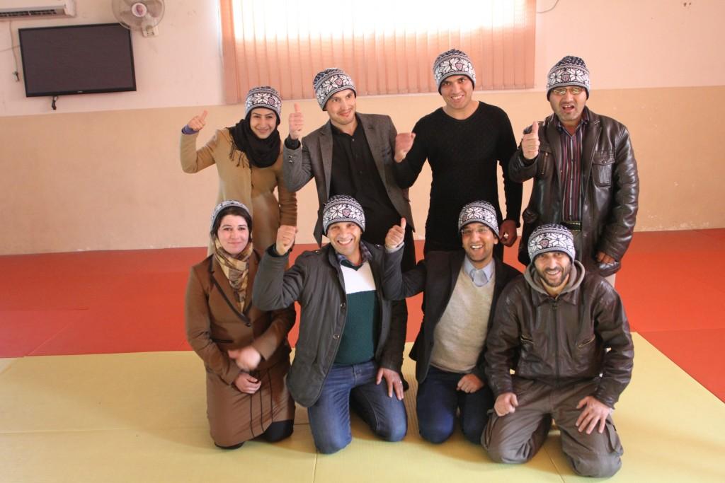 Bak f.v.: Fatema, Tamim, Bazmuhammad, Zaki. Foran f.v.: Lina, Farhad, Zabi og Mujeeb.